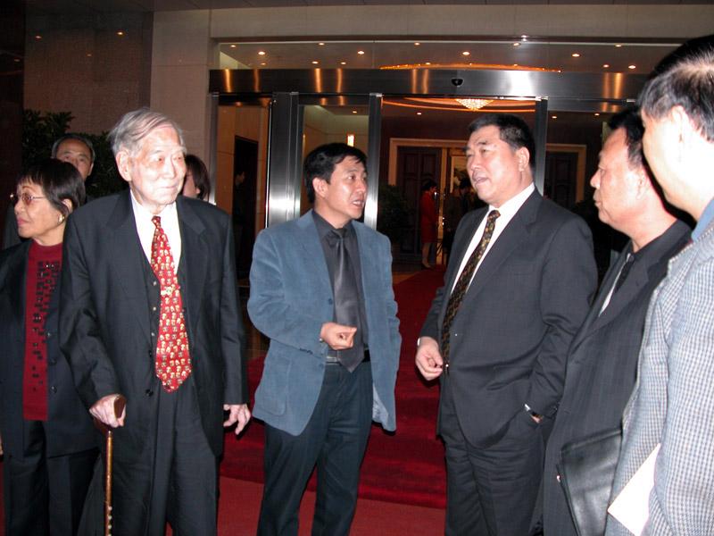 河南省省长李成玉与我公司技术顾问及领导亲切交谈